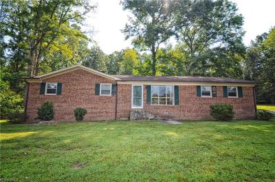 Clemmons Single Family Home For Sale: 8900 Gus Hill Road