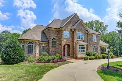 Oak Ridge Single Family Home For Sale: 7026 Carriage Cove Drive