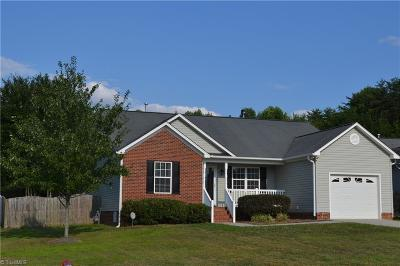 Kernersville Single Family Home For Sale: 588 Stella Blue Court