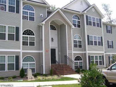 Greensboro Condo/Townhouse For Sale: 4703 Pennoak Lane #G