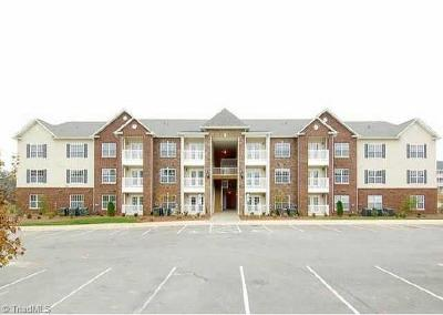Winston Salem Condo/Townhouse For Sale: 1380 Heritage Pointe Drive #102