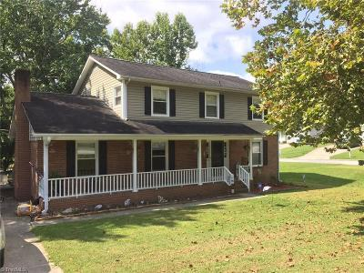 Jamestown Single Family Home For Sale: 800 Edinburgh Drive