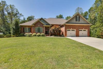 Clemmons Single Family Home For Sale: 700 Leonard Courtyard Boulevard