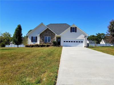 Mocksville Single Family Home For Sale: 131 Applegate Court