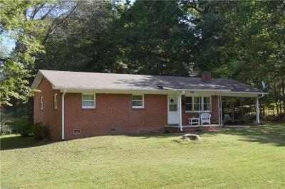 Mocksville Single Family Home For Sale: 121 Hillside Drive