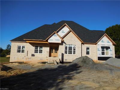 Kernersville Single Family Home For Sale: 1350 Driftwood Acres Drive
