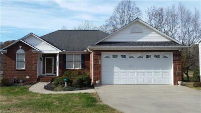 High Point Single Family Home For Sale: 111 N Creekside Drive