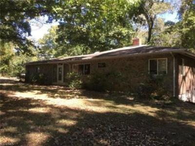 High Point Single Family Home For Sale: 502 Dogwood Circle