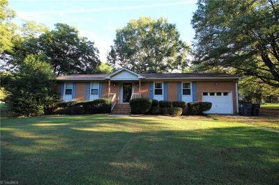 Oak Ridge Single Family Home For Sale: 8501 Bromfield Road