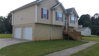 Winston Salem Single Family Home For Sale: 1140 Old Hollow Road