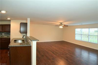 Greensboro Condo/Townhouse For Sale: 4704-C Pennoak Lane