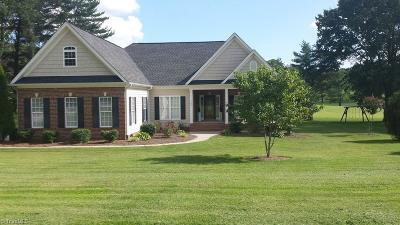 Kernersville Single Family Home For Sale: 1040 Whispering Pines Drive