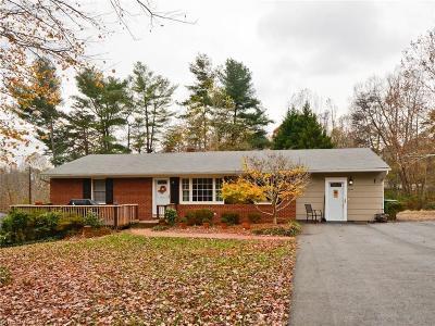 Pfafftown Single Family Home For Sale: 3224 Goslen Drive