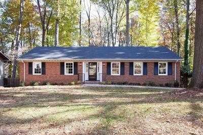 Guilford County Single Family Home For Sale: 3304 Northampton Drive
