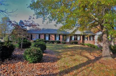 Guilford County Single Family Home For Sale: 2905 Cabarrus Drive