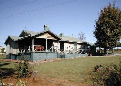Davidson County Single Family Home For Sale: 275 Burkhead Lane