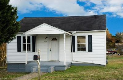 Burlington Single Family Home For Sale: 920 Elm Street