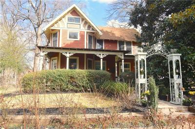 Single Family Home For Sale: 637 Spring Street