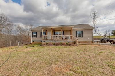 East Bend Single Family Home For Sale: 4443 Holly Springs Road