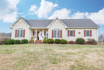 East Bend Single Family Home For Sale: 3008 Raven Hill Drive