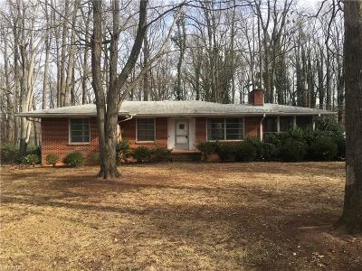 Guilford County Single Family Home For Sale: 914 Forest Hill Drive