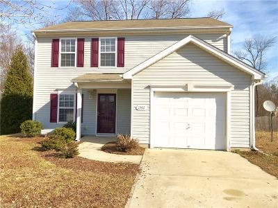 Guilford County Single Family Home For Sale: 1942 Briar Run Drive