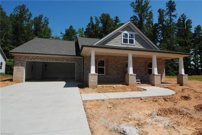 Clemmons Single Family Home For Sale: 421 Meadowfield Run