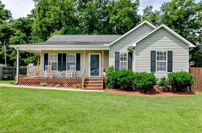 Davidson County Single Family Home For Sale: 109 Duncan Drive
