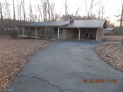 Davidson County Single Family Home For Sale: 737 Old Camp Road