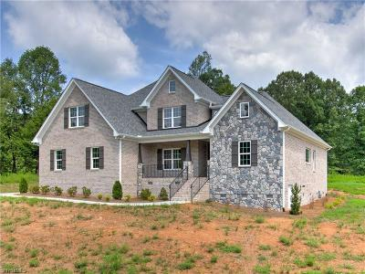Oak Ridge Single Family Home For Sale: 7702 Canter Court