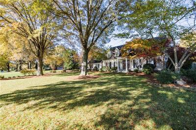 Bermuda Run Single Family Home For Sale: 1053 Riverbend Drive