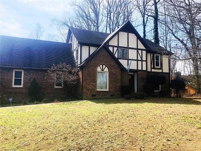 Greensboro Single Family Home For Sale: 4704 Forest Village Drive