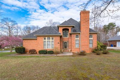 Winston Salem Single Family Home For Sale: 6025 Forest Trails Drive