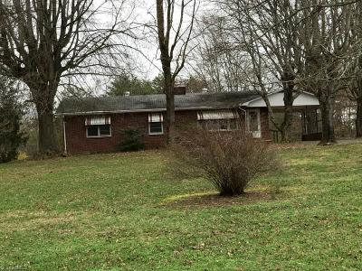 East Bend Single Family Home For Sale: 2748 Moccasin Gap Road