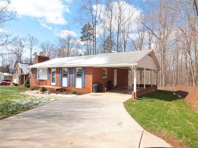Clemmons Single Family Home For Sale: 5124 Dock Davis Road