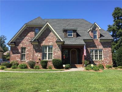Burlington Single Family Home For Sale: 915 Tremore Club Drive