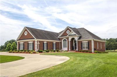 Winston Salem Single Family Home For Sale: 4232 Sherlie Weavil Road
