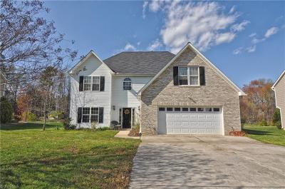 High Point Single Family Home For Sale: 2301 Glen Cove Way