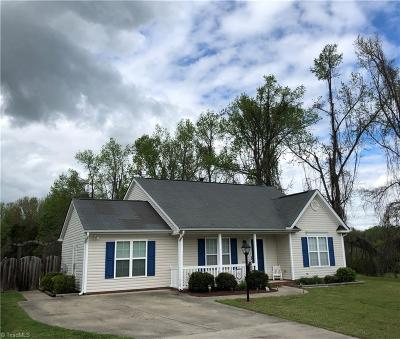 Winston Salem Single Family Home For Sale: 445 Sailway Road