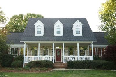 Oak Ridge Single Family Home For Sale: 5701 Foxbury Drive