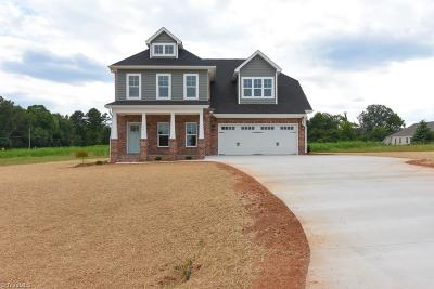 Mocksville Single Family Home For Sale: 127 Copperfield Drive