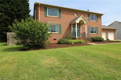 Kernersville Single Family Home For Sale: 805 Crossridge Lane