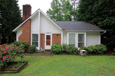Winston Salem Single Family Home For Sale: 1610 Village Place