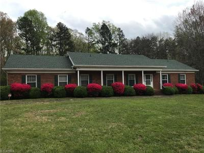 Guilford County Single Family Home For Sale: 3910 Pineneedle Drive