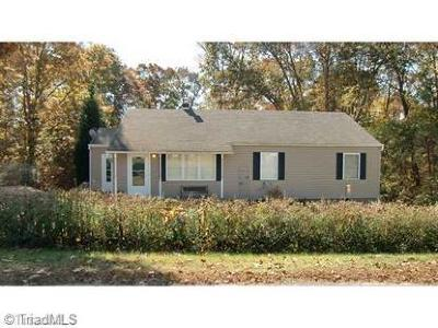 Rockingham County Single Family Home For Sale: 305 H W Circle