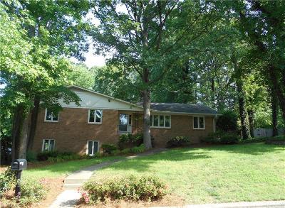 Greensboro Single Family Home For Sale: 3316 Turfwood Drive