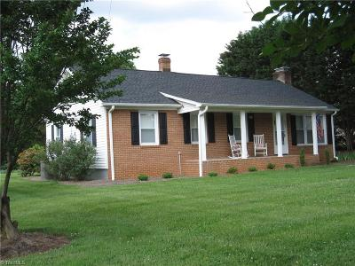 Kernersville Single Family Home For Sale: 607 Hastings Hill Road