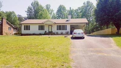 Winston Salem Single Family Home For Sale: 3770 Sandalwood Lane