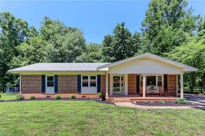 Single Family Home For Sale: 705 Woodsway Court