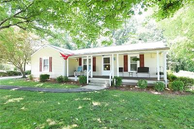 East Bend Single Family Home For Sale: 2641 Bloomtown Road